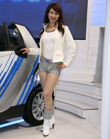 2007_tokyo_auto_booth_babes