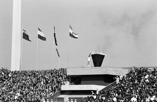 tokyo-olympics-1964-torch